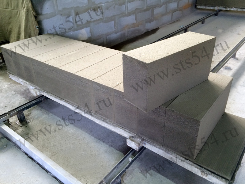 Распиовка массива газобетона на блоки